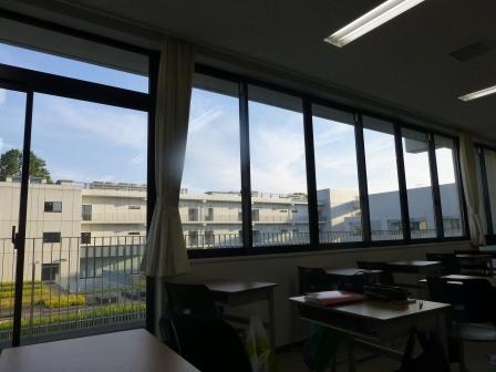 教室から窓の外