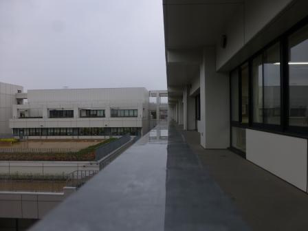 雨の日「中学棟」